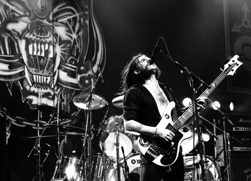 Lemmy Talking / Bei ihren Konzerten, die Monate im Voraus ausverkauft sind, versammeln sich mittlerweile vier Generationen. Niemandem gelingt es so wie Motšrhead, alle Fans rauer Rockmusik zu vereinen.