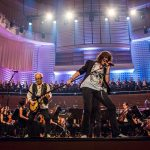 "FOREIGNER – ""With the 21st Century Symphony Orchestra & Chorus"" – die neue CD/DVD wird genial!"